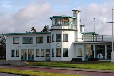 Project-16-Luchthavengebouw-Welschap-(foto-van-Wammes-Waggel)